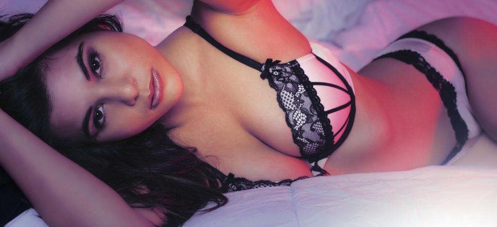 Femme en lingerie pour home Piment Plume