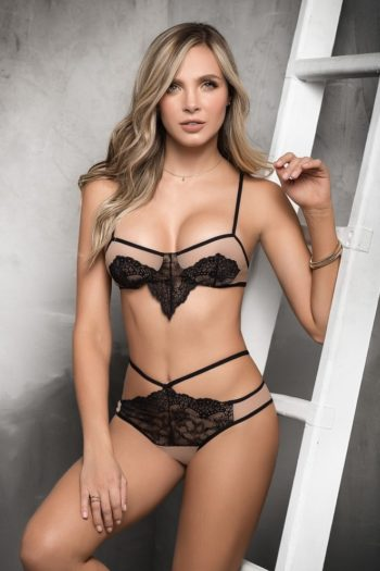 boutique belgique-lingerie-chair-fioritures-et-culotte-ouverte