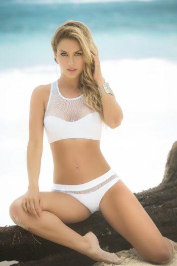 Simple et tellement efficace, vous allez adorer porter cesuperbe bikini blanc avec resille.