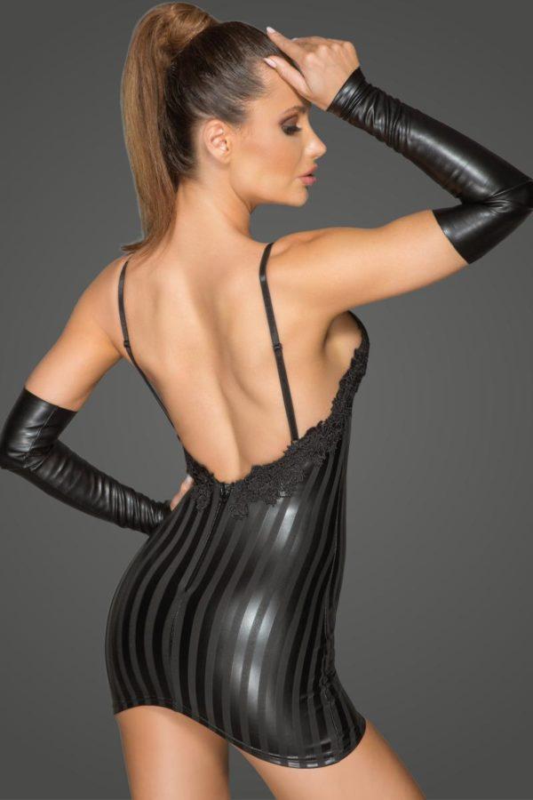 Libérez votre pouvoir de séduction avec cette séduisante mini-robe en powerwetlook à rayures et broderie décorative.