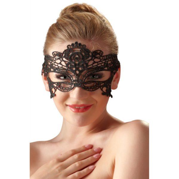 masque-noir-brode